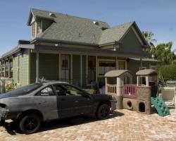 exterior_rear_0051
